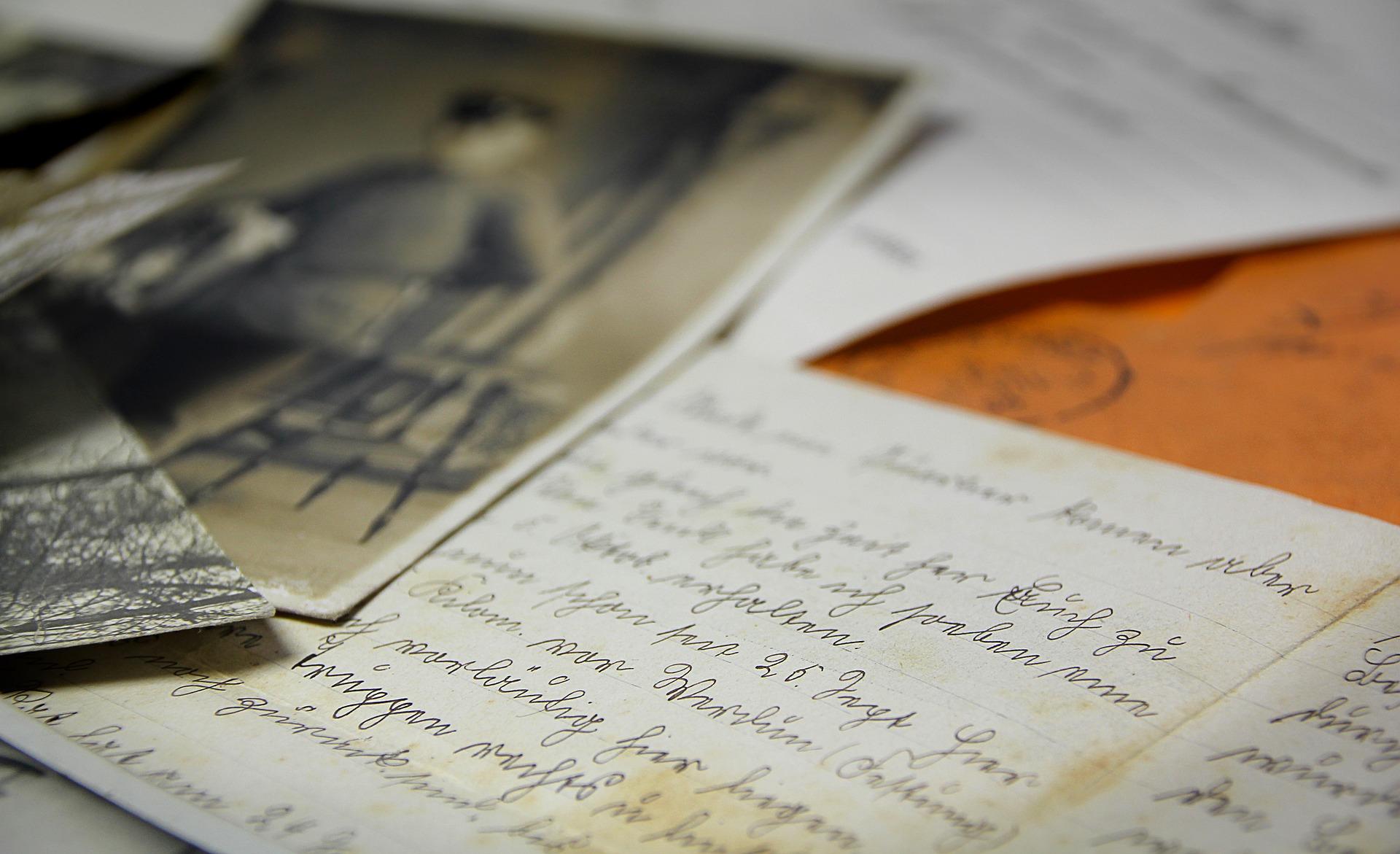 Cartas y Documentos Antiguos